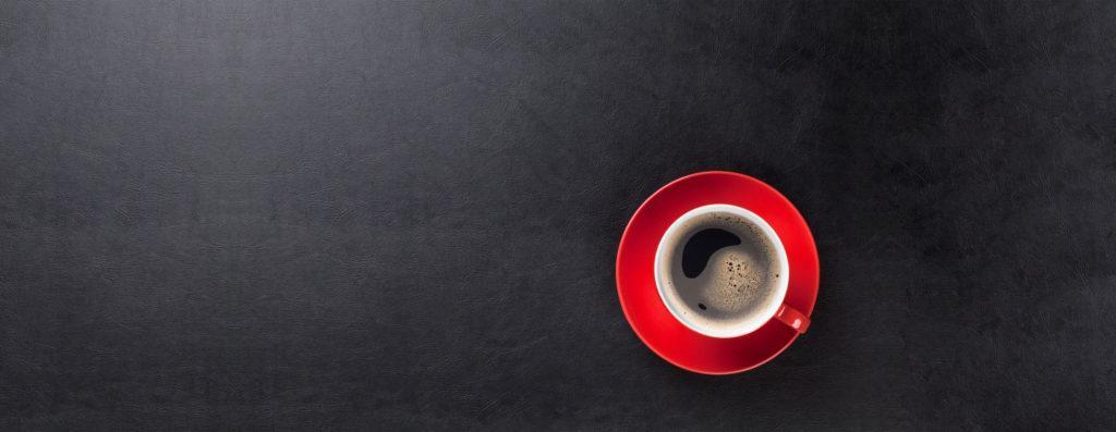 Czerwona filiżanka kawy z ekspresu Krups